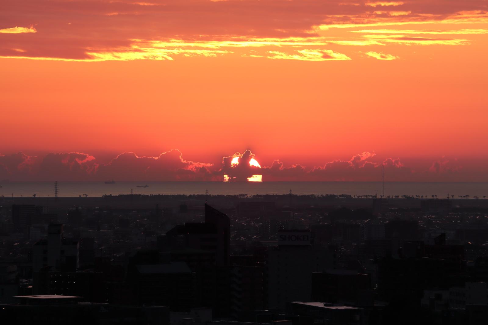 仙台城からの朝日